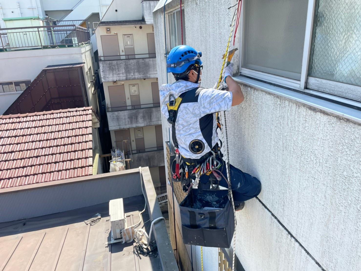 東京都墨田区Tマンション 無足場工法ロープアクセス シール工事